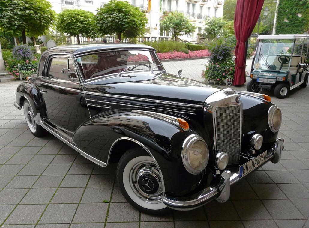 1280px-Mercedes_300_Sc_2_fcm